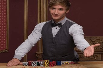 crupier en directo en blackjack con apuestas de dinero real